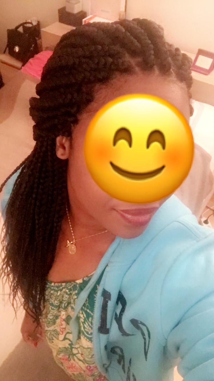 tresse rasta sur femme africaine au teint clair